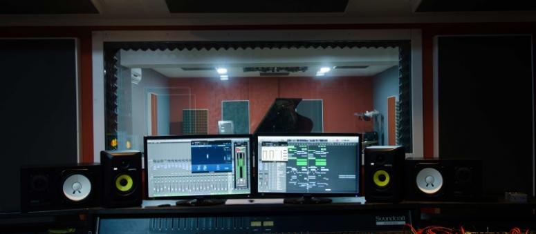 studio plasma.jpg